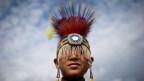 Ein Indianerknabe in Vancouver, Kanada.