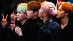 Mitglieder der südkoreanischen K-Pop- Band BTS beim Asian Music Awards in Hong Kong im Dezember 2015.