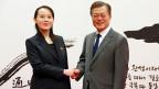 Der Südkoreanische Präsident Moon Jae und Kim Yo Jong, die Schwester von Kim Jong Un, Präsident von Nordkorea.
