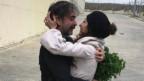 Deniz Yücel und seine Frau vor den Gefängnismauern in Silivri, Türkei, am 16. Februar 2018.