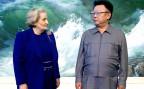 Die damalige US-Aussenministerin Madeleine Albright und der damalige nordkoreanische Staats- und Parteichef Kim Jong Il bei ihrem Treffen im Jahr 2000.