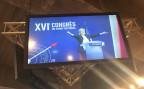 Marine Le Pen auf einem Bildschirm am Parteitag des FN in Lille.