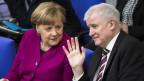 «Der Islam gehört nicht zu Deutschland», sagt Horst Seehofer. «Der Islam gehört natürlich inzwischen zu Deutschland», sagt die Kanzlerin Angela Merkel.
