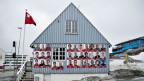 Wahlplakate für die bevorstehenden Kommunalwahlen am 24. April in Grönland.