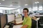Dominik Staubli an seinem Arbeitsplatz in China
