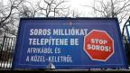 Proteste-Plakatwand der ungarischen Regierung gegen den Milliardär George Soros in Budapest.