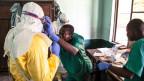 Gesundheitshelfer bereiten sich auf die Diagnose und Behandlung von Ebola-Patienten im Bikoro-Krankenhaus in Bikoro, Kongo, vor.