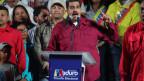 Der venezolanische Präsident Nicolas Maduro lässt sich von seinen Anhängern feiern.