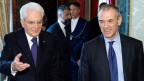 Carlo Cottarelli (rechts) beim Meeting mit Italiens Präsident Sergio Mattarella.