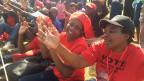 Anhänger des Mouvement for Democratic Change, MDC, preisen dessen Anführer Nelson Chamisa.