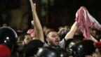 Seit Tagen gehen viele Jordanier auf die Strasse, um gegen ein neues Steuerrecht zu protestieren.