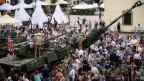 Polnische Bürger treffen US-Soldaten während einer Nato-Militärübung (Archiv).