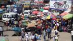 Sicht auf eine Strasse in Ngaba, Kinshasa, Demokratische Republik Kongo.