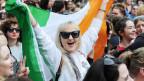 Menschen feiern, während sie auf das offizielle Ergebnis des Abtreibungsreferendums in Dublin, Irland, vom 26. Mai 2018 warten.