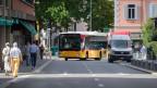 Ein Postauto im Zentrum der Stadt Lugano.