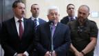 Palästinenser-Präsident Abbas gibt eine Pressekonferenz zusammen mit seinen Söhnen.