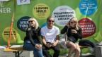 Besucher am Demokratiefestival auf der dänischen Bornholm.