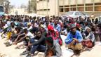 Afrikanische Migranten in einem Zentrum für illegale Einwanderer in Misrata östlich von Tripolis, Libyen.