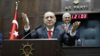 Der türkische Präsident Erdogan erklärt den AKP-Abgeordneten seine Wirtschaftspläne.