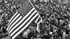 Vor 30 Jahren trat Bruce Springsteen auf der Radrennbahn Weissensee in Ost-Berlin auf. Hunderttausende sangen «Born in the USA» und schwangen US-Fahnen.