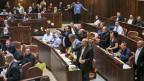 Turbulente Szenen im israelischen Parlament, nachdem das umstrittene Nationalstaats-Gesetz verabschiedet wurde.