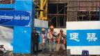 Auf den Baustellen dirigieren chinesische Ingenieure kambodschanische Bauarbeiter herum.