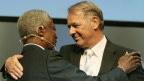 Alt-Bundesrat Adolf Ogi mit Ex-Uno-Generalsekretär Kofi Annan (Archiv)