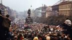 Mit dem Einmarsch der Truppen des Warschauer Paktes in der Tschechoslowakei wurde vor 50 Jahren der «Prager Frühling» gewaltsam niedergeschlagen. Tausende Demonstranten und Demonstrantinnen protestieren auf dem Wasceslas-Platz in Prag gegen die russische Invasion.
