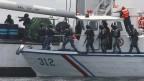 Die philippinische und japanische Küstenwache bei einer Anti-Piraten-Übung in der Bucht von Manila. Archivbild.