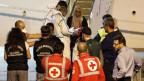 Unbegleitete minderjährige Migranten verlassen das italienische Küstenwachschiff «Diciotti» im Hafen von Catania, Italien, am 22. August 2018.