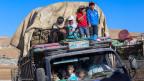 Syrische Flüchtlinge warten auf ihre Heimkehr nach Syrien.