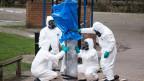 Britische Armeeangehörige untersuchen den Giftgasangriff in Salisbury, England.