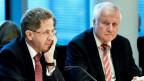 Links zu sehen ist Hans-Georg Maassen und rechts sein Chef, Innenminister Horst Seehofer.