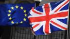 Dei Fahne der EU und diejenige von Grossbritannien.