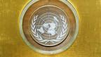 UNO-Symbol im Plenarsaal der UNO in New York.