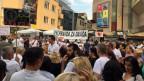 Die tägliche 18-Uhr-Demonstration auf dem Hauptplatz von Banja Luka. Auf dem Transparent steht «Pravda za Davida» = Gerechtigkeit für David.
