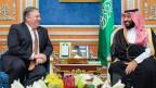 US-Aussenminister Michael Pompeo (links) reiste am 16. Oktober für Gespräche mit dem Saudi-Kronprinz Mohammed bin Salman betr. des Journalisten Jamal Khashoggi nach Riad.