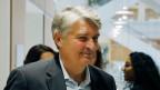 Der ehemalige CEO von Global Wealth Management und Business Banking bei der UBS AG Raoul Weil vor dem Prozess der Schweizer Bank in Paris.
