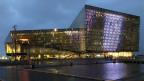 Im Reykjaviker Konferenz- und Kongresszentrum Harpa wird seit einigen Wochen ein ganz besonderes Stück gegeben: «How to become an Islander in 60 minutes».