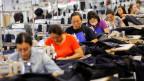 Die Gefahr, dass in der Textilindustrie Roboter die Arbeitsplätze übernehmen, ist gross.