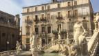 Aufschwung in Palermo – verwahrloste Palazzi in der Altstadt wurden renoviert, der Bürgermeister von Palermo hat die Stadt aus ihrem Dornröschenschlaf geweckt. Doch an Palermos Peripherie ist von Aufschwung im Zentrum wenig zu spüren.