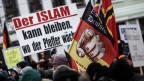 Teilnehmer der Demonstration des Bürgervereins «Zukunft Heimat» gegen Flüchtlinge in Brandenburg, Cottbus.