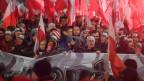 In Warschau feiern Tausende Polen die 100-jährige Unabhängigkeit Polens - darunter sind auch rechtsnationale Kräfte.