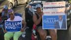 Protestierende hinter einem Einkaufszentrum in Lauderhill, Broward County, Florida.