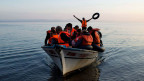 Syrische Flüchtlinge vor der Küste von Lesbos.