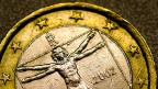 Eine italienische Euromünze mit der Abbildung des vitruvianischen Menschen von Leonardo da Vinci.