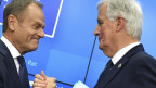 Handschlag in Brüssel: Donald Tusk und Chefunterhändler Michel Barnier