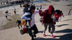 Zentralamerikanische Migranten versuchen, von Mexiko in die USA zu flüchten.
