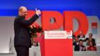 SPD-Parteichef Martin Schulz vor dem SPD-Zeichen.