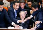 Tumult in Japans Parlament